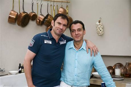 Emanuele Ridi s řeckým přítelem Janisem, majitelem řecké restaurace v Praze