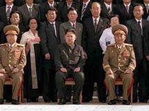 Sjezd Korejské strany práce. Kim Čong-un třetí zleva. (30. září 2010)