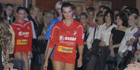 Módní přehlídka plzeňských fotbalistů po boku topmodelek