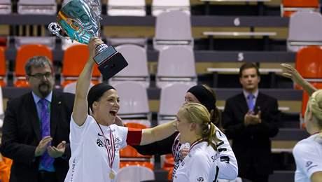 Florbalistky IKSU slaví triumf na Evropském poháru 2010