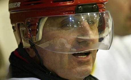 Lubomír Hrstka - otec Boby centra - se po návratu z vězení v prosinci 2005 objevil při hokejové exhibici v hale Rondo.