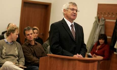 Starosta Jaroslav Kubín vypovídal u soudu, který řeší spor majitelů a nájemníků s firmou Immobilien Pirker Reality o byty v Rožnově pod Radhoštěm.