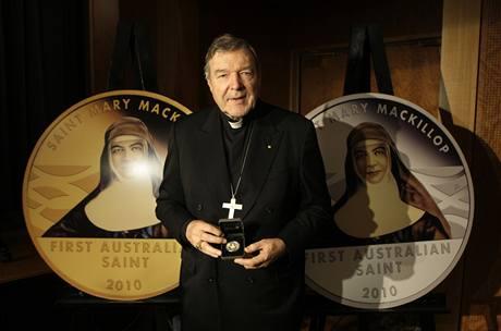 Kardinál George Pell představil pamětní minci při příležitosti svatořečení Mary MacKillopové