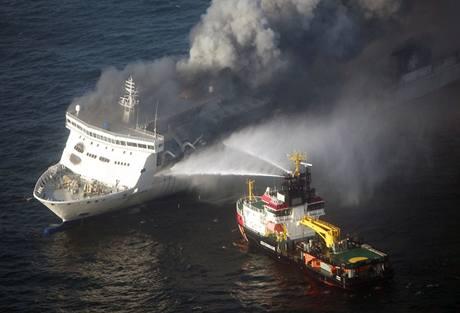 Hořící trajekt v Baltském moři