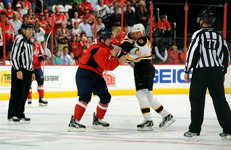 Shawn Thornton p�i bitce s D. J. King z Washingtonu