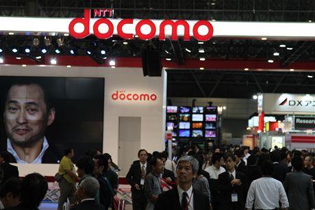 CEATEC 2010 - NTT DoComo - japonský mobilní operátor, který na tamní trh mimo jiné na CEATEC uvedl na tamní trh Samsung Galaxy Tab a bude prodávat i nový Lumix Phone.