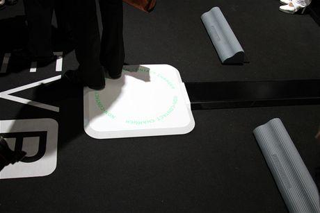 CEATEC 2010 - Pioneer na veletrhu mimo jiné uvedl bezdotykové nabíjení automonilů s elektromotorem (EV - Electric Vehicles)