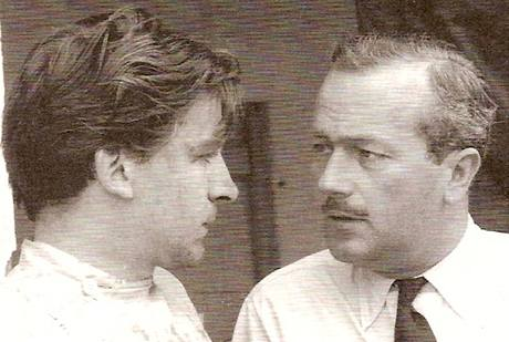 Trevor Taylor (vlevo) se zakladatelem Lotusu Colinem Chapmanem v roce 1962.