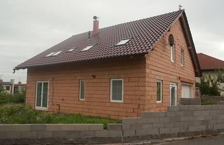 Dům manželé staví svépomocí od roku 2004