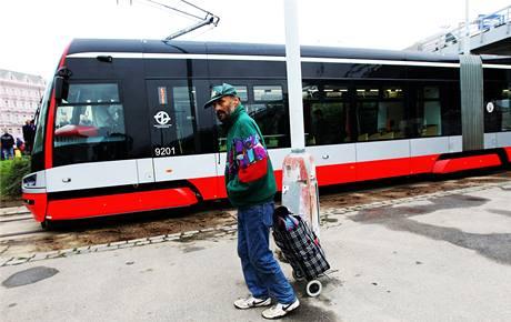 Tramvaj Škoda ForCity zahájila zkušební jízdy scestujícími