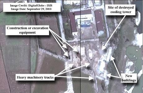 Snímek ze satelitu DigitalGlobe odhaluje podezřelé aktivity v Jongbjonu