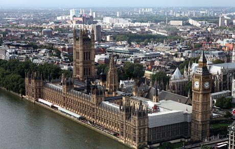 Londýn. parlament z londýnského oka