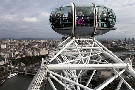Londýnské oko, prosklená kabina se blíží na vrchol