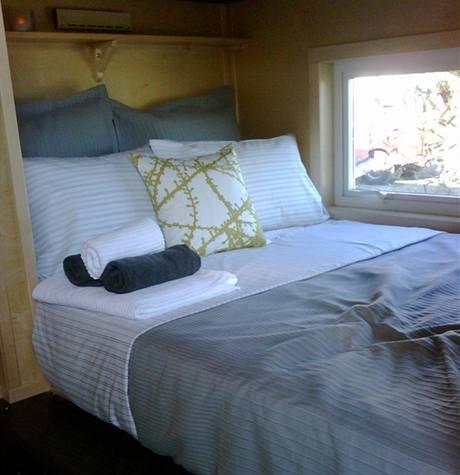 Ložnice nabízí komfortní manželskou postel, ze které si můžete vychutnat váš oblíbený film
