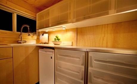 Do kuchyňské linky se vešla i myčka nádobí