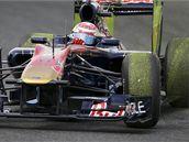 """Švýcar Buemi z týmu Toro Rosso vzal myšlenku """"zelené F1"""" doslova... Kola si potáhl zeleným povlakem v únikových zónách na okruhu v Suzuce."""