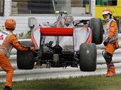 Lewis Hamilton naboural svůj monopost McLaren v úvodním tréninku GP Japonska.