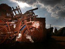 Následky ekologické katastrofy v maďarském Kolontáru. (8. října 2010)