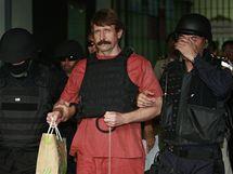 Obchodník se smrtí Viktor Bout u thajského soudu (4. října 2010)