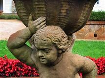 Manětín, socha v zámecké zahradě