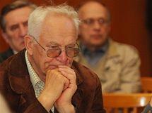 Posluchači debaty lídrů kandidátek v Hradci Králové