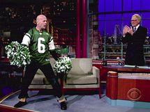Bruce Willis v Show Davida Lettermana jako roztleskávačka