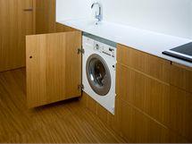 V domku nechybí ani vestavná pračka