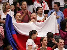 Diváci na basketbalu v KV Areně.