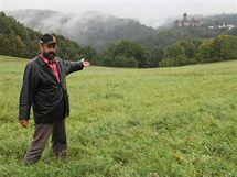 Bývalý starosta Jiříkova na Bruntálsku Jiří Halouzka (na snímku) zjistil narazil před deseti lety při plánování parkoviště na informace o zdejším jeskynním systému. Od té doby se o něj zajímá.