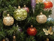 Hana Kratinová, autorka vánočních ozdob, které jsou na výstavě ve Vizovicích.