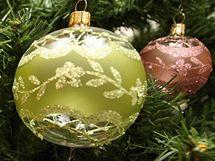 Vánoční ozdoby, které jsou na výstavě ve Vizovicích.