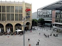 Německo, Chemnitz, dříve Karl-Marx-Stadt. Náměstí Karla Marxe zcela zmizelo. Jeho místo zaujala nákupní zóna.