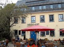Německo, Chemnitz, dříve Karl-Marx-Stadt. Z domu předválečného komunisty Fritze Heckerta je dnes restaurace.
