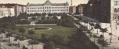 Historický snímek Mikulášského náměstí z roku 1915
