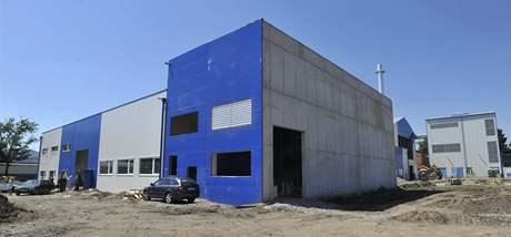 Stavba nových hal ve sklárně v Haeřmanově Huti
