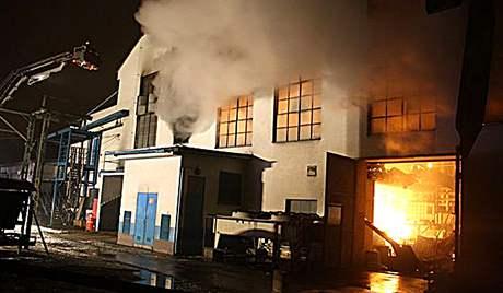 Požár ve sklárně v Heřmanově Huti (24.12.2009)