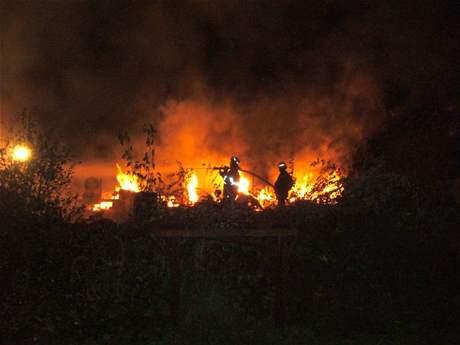 Na Vsetínsku hořel v noci statek, v ohněm zničené stodole nalezli hasiči lidské ostatky
