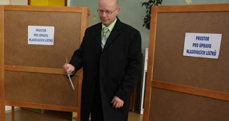 Bohuslav Sobotka (ČSSD) odvolil ve Slavkově u Brna. (15. říjen 2010)