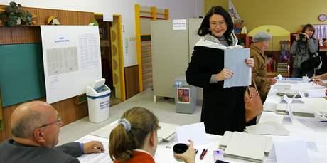 Předsedkyně Poslanecké sněmovny Miroslava Němcová u voleb. (15. říjen 2010 Žďár nad Sázavou)