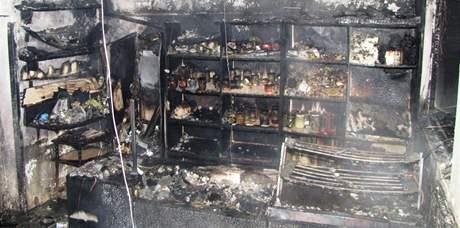 Oheň zničil prodejnu i střechu domu v Březině na Brněnsku.