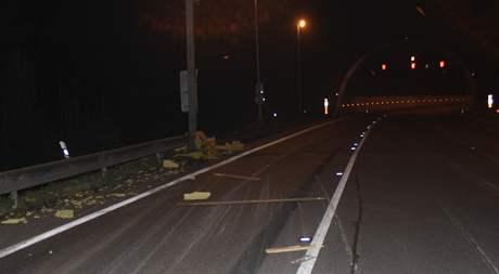 Nehoda kamionu za tunelem Hřebeč