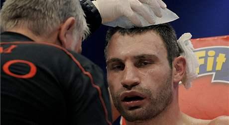 I ŠAMPION SCHYTAL RÁNY. Vitalije Klička zápas také unavil.