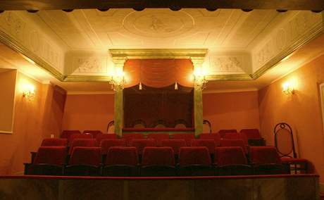 Divadlo na zámku Červená Lhota.