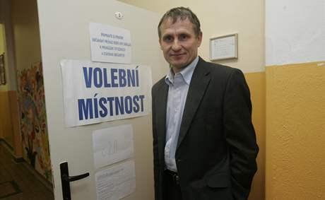 Jiří Čunek volí v ZŠ Luh ve Vsetíně