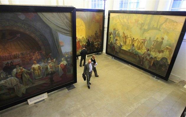 Milan Bufka, �editel Galerie hl. m�sta Prahy, na zámku v Moravském Krumlov�...