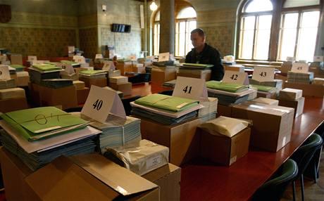Rozvážení volebních materiálů z liberecké radnice na volební okrsky