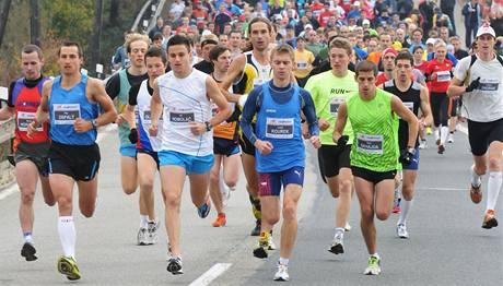 U Lodních sportů na Brněnské přehradě se na start závodu Vokolo Príglu shromáždilo nečekaných 927 závodníků. (16. říjen 2010)