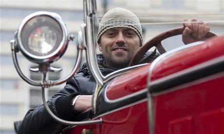Turisty Matěj Vančák vozí v pragovce
