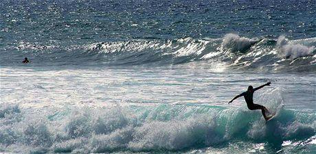 Playa de las Amériacas je rájem surfařů