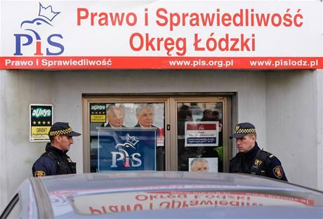 V sídle strany Právo a spravedlnost v polské Lodži zabil vrah jednoho člověka, dalšího zranil (19. října 2010)